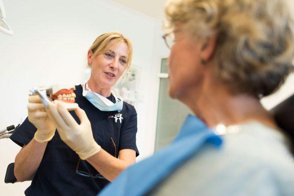 Behandlungsgespräch - Zahnarztpraxis Hallmich-Kober in Hilden