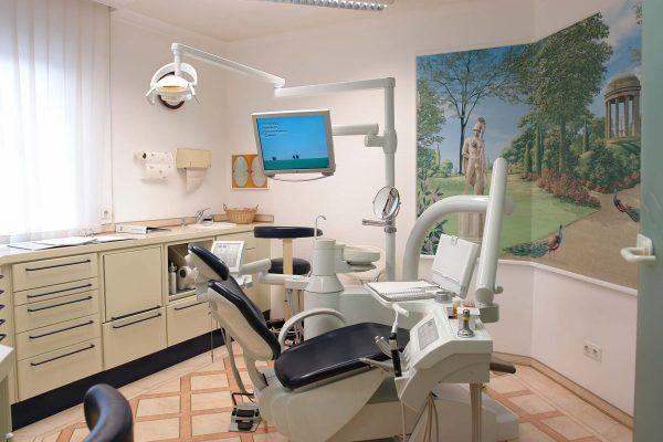 Behandlungsraum - Zahnarztpraxis Hallmich-Kober in HIlden